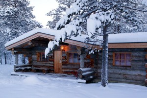finland-kakslauttanen-log-cabin3