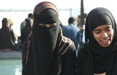 Cum să călătoreşti ca femeie într-o ţară musulmană