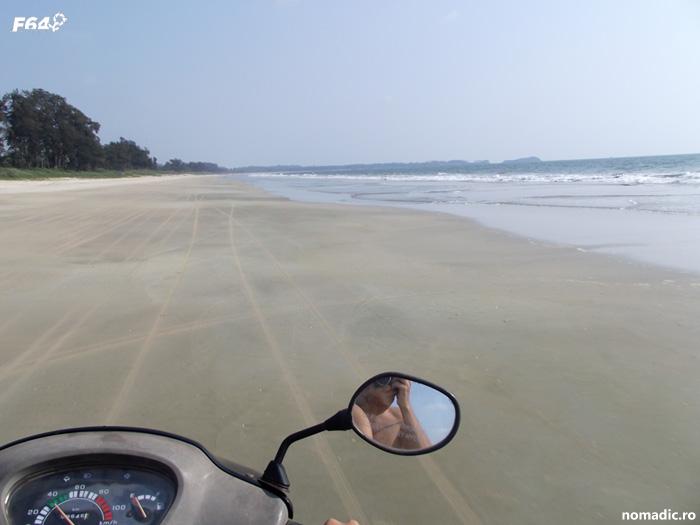 scuter pe plaja